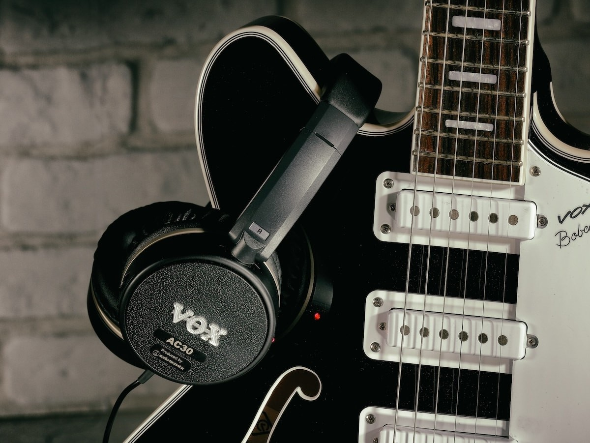Vox Amps VGH AC30 guitar amp headphones lets you plug and play anywhere thumbnail