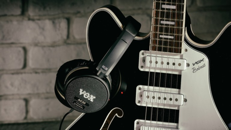 Vox Amps VGH AC30 guitar amp headphones lets you plug and play anywhere