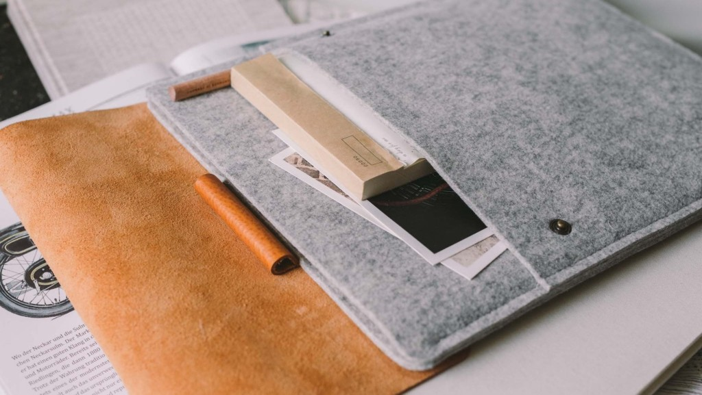 band roll Courier nostalgic iPad case