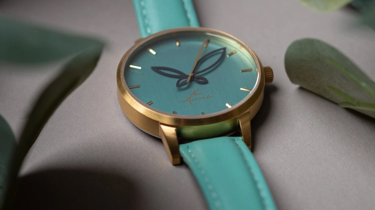 This minimalist women's wristwatch is what you want in your jewelry collection