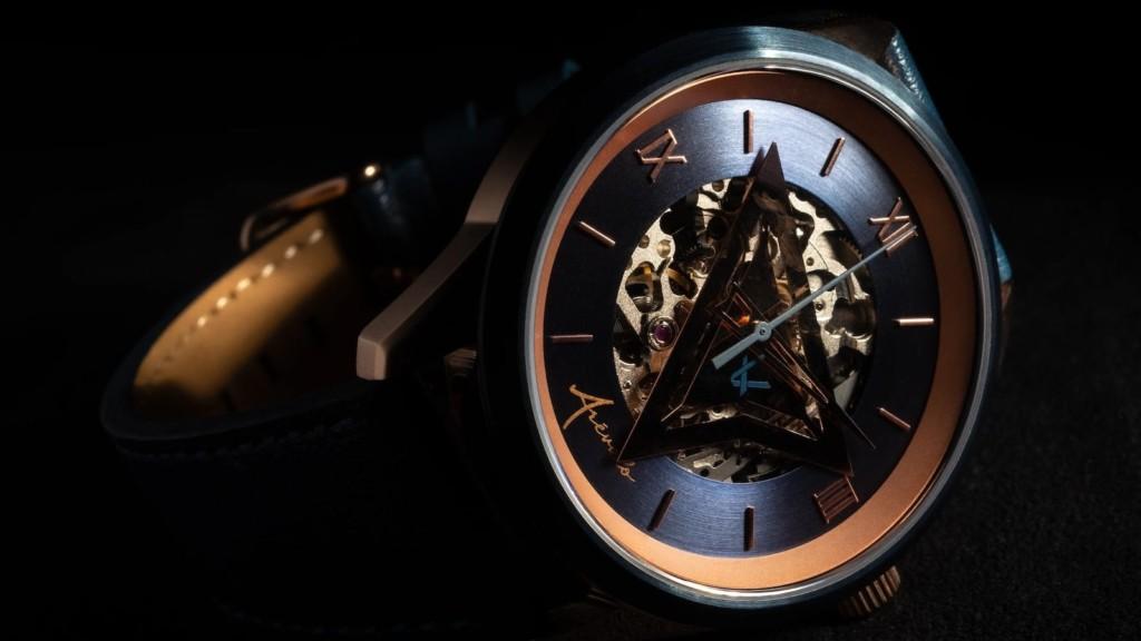 Arévalo Watches Triangulum rose gold timepiece