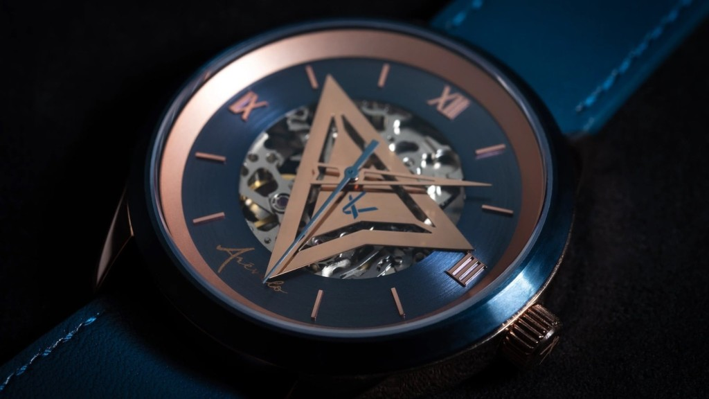 This rose gold watch is a unique way to tell the time Arévalo Watches Triangulum rose gold timepiece