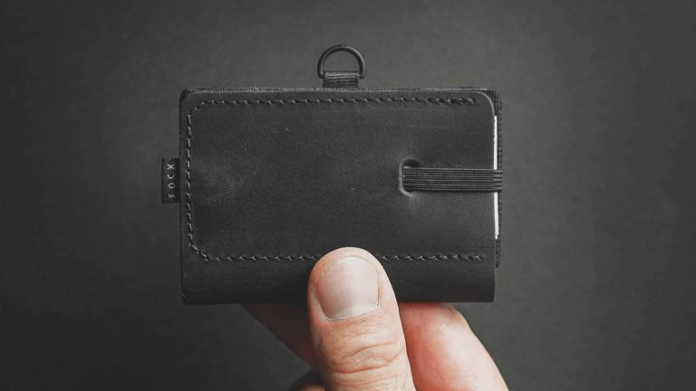 FOCX C2 Advanced NFC wallet has plenty of space and a D pull tab for easy card access
