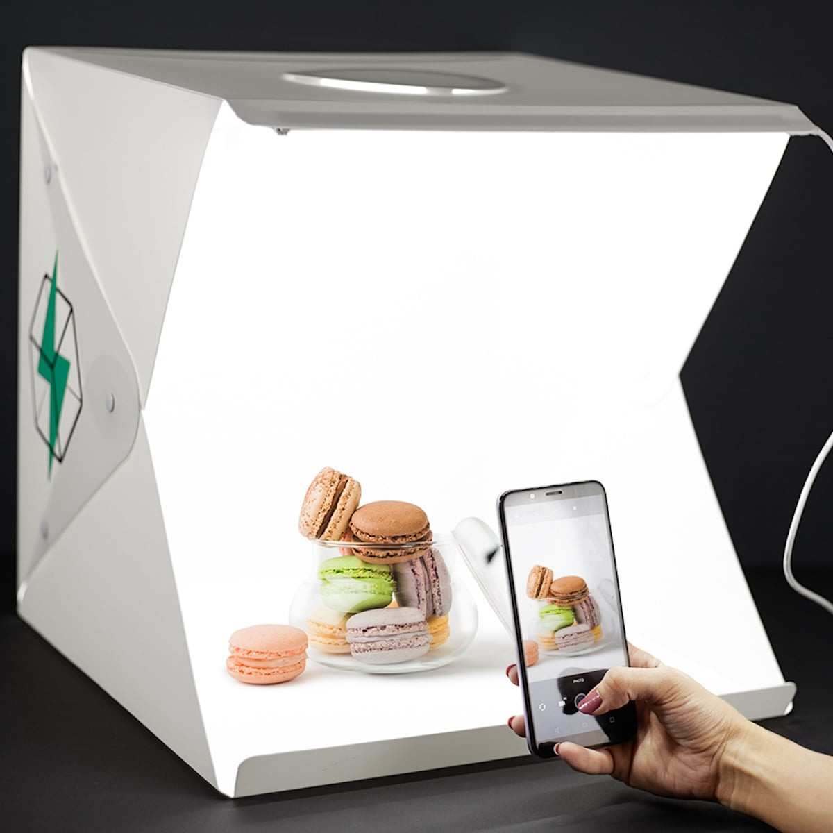 This LED lightbox gives your photography that professional look for art or advertising thumbnail