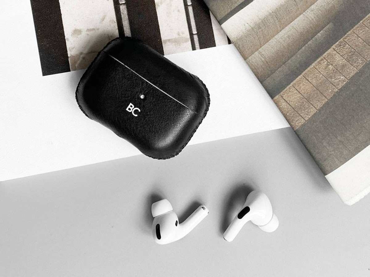 GRAMS28 112 Leather AirPods Pro Case protects your earbuds and ages beautifully thumbnail