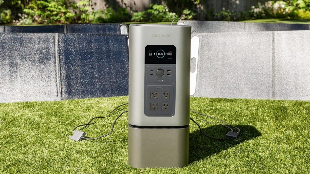 This backup solar generator provides power for up to 7 days during a power outage Generark Solar Generator