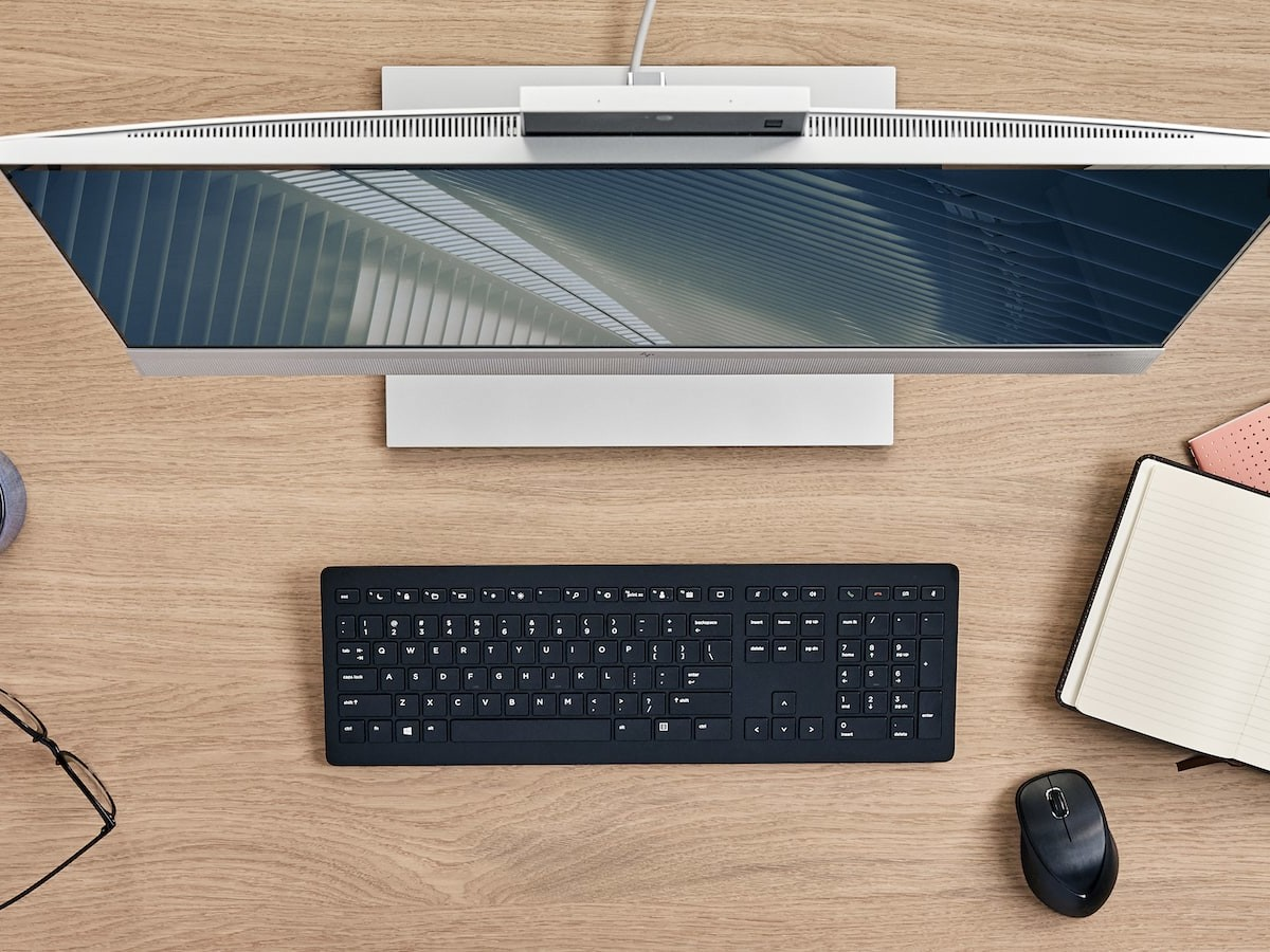 HP EliteOne 800 G8 All-in-One PC features AI-based noise reduction and Presence Aware