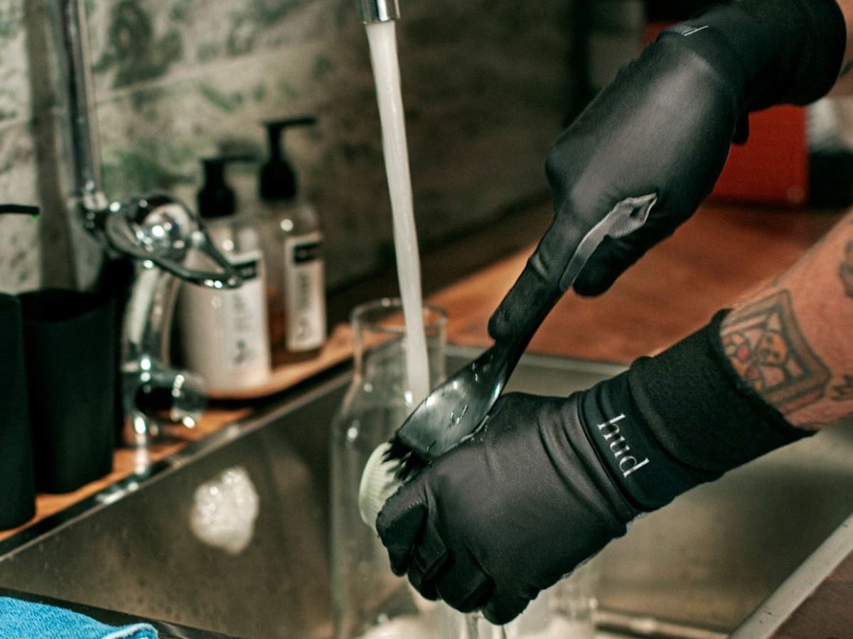 HUD multilayer glove protects your hands during dishwashing both at work and home