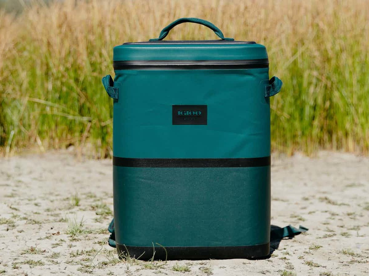 Igloo Reactor 24-Can Backpack has insulation to keep drinks & food cold for up to 2 days thumbnail