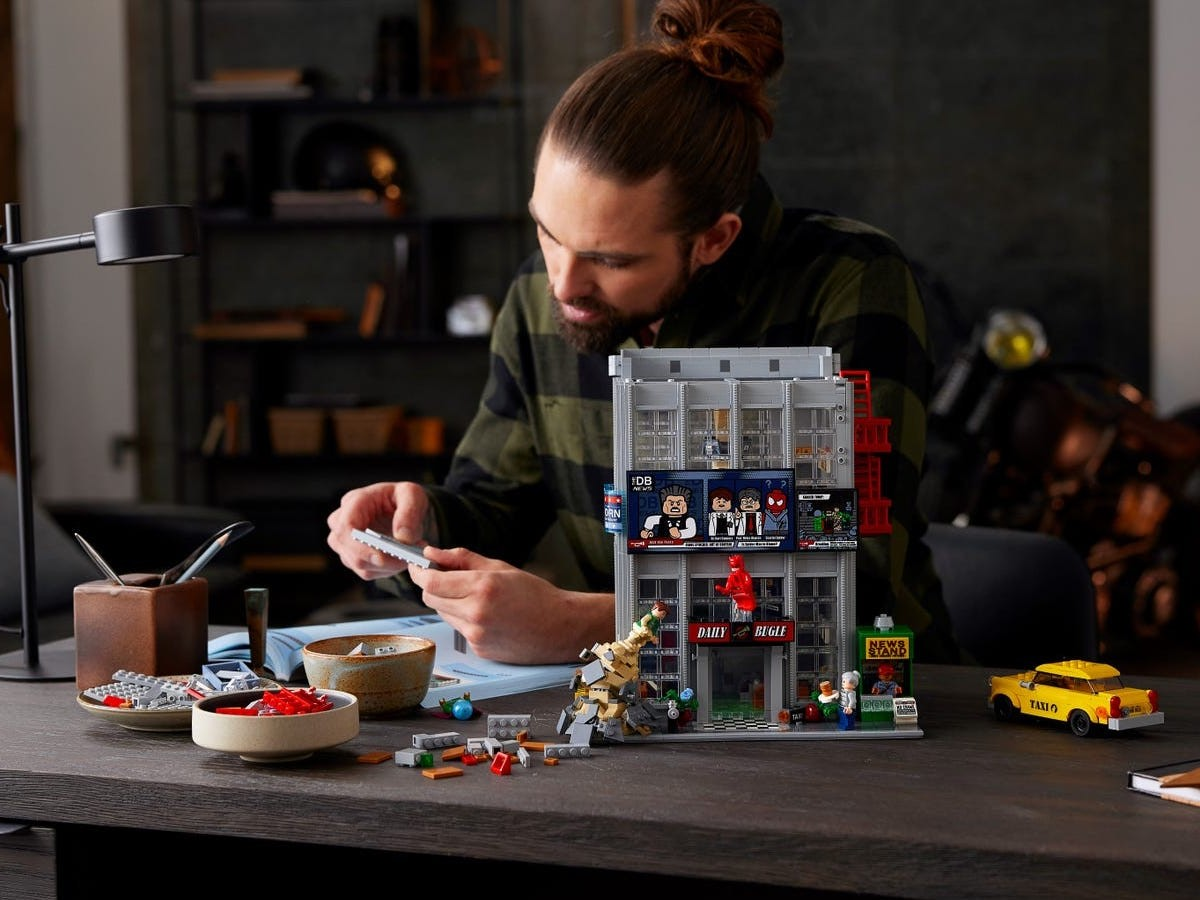 LEGO Daily Bugle Spider-Man building set is the largest one in the Marvel universe
