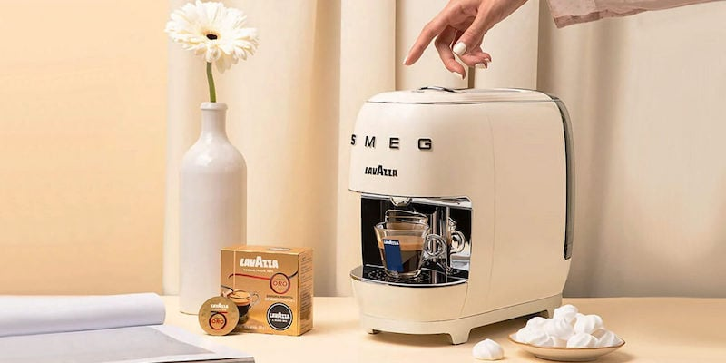Lavazza A Modo Mio SMEG elegant coffee machine