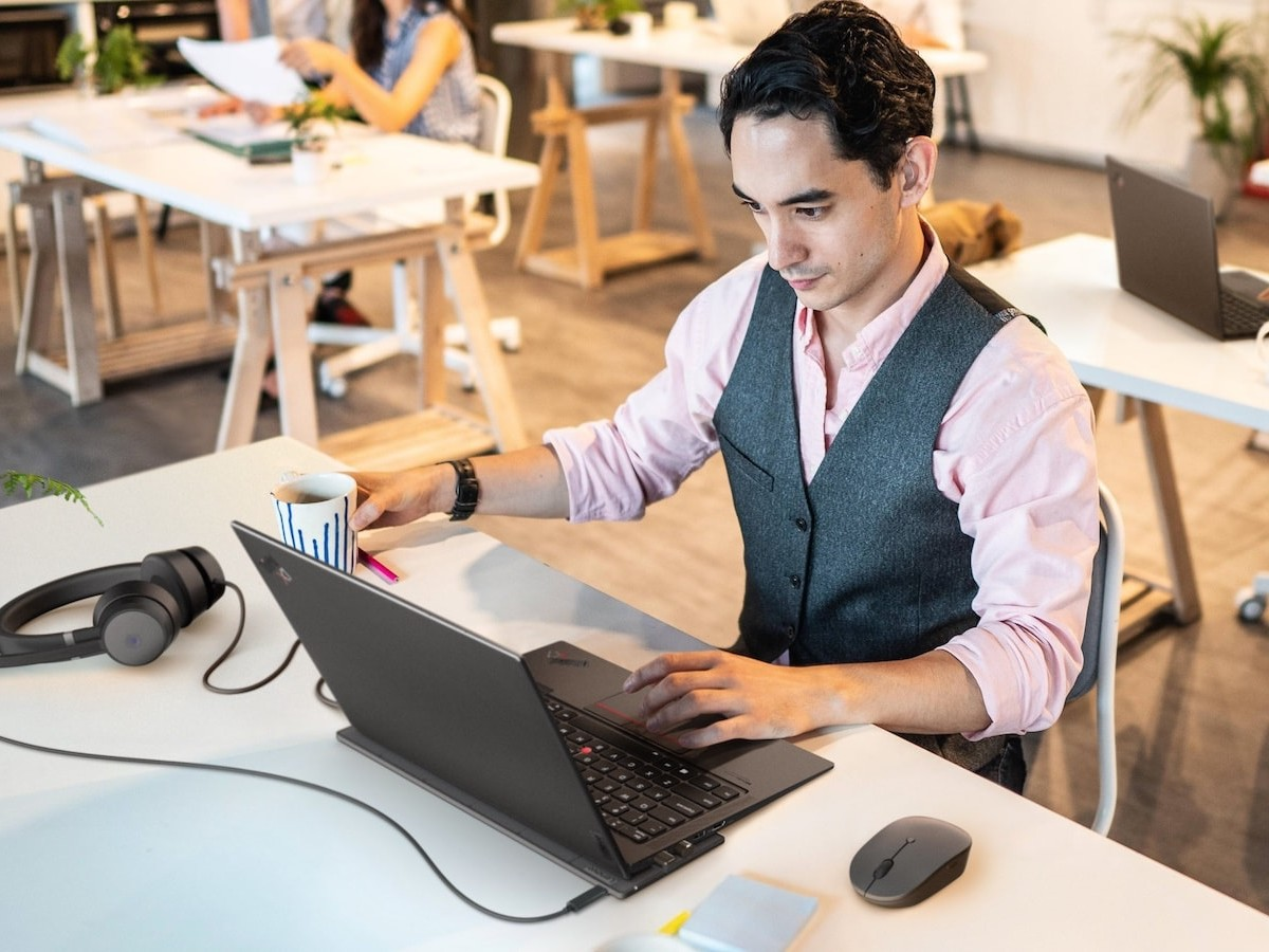 Lenovo Go PC accessories include a mouse and power bank for productive work anywhere
