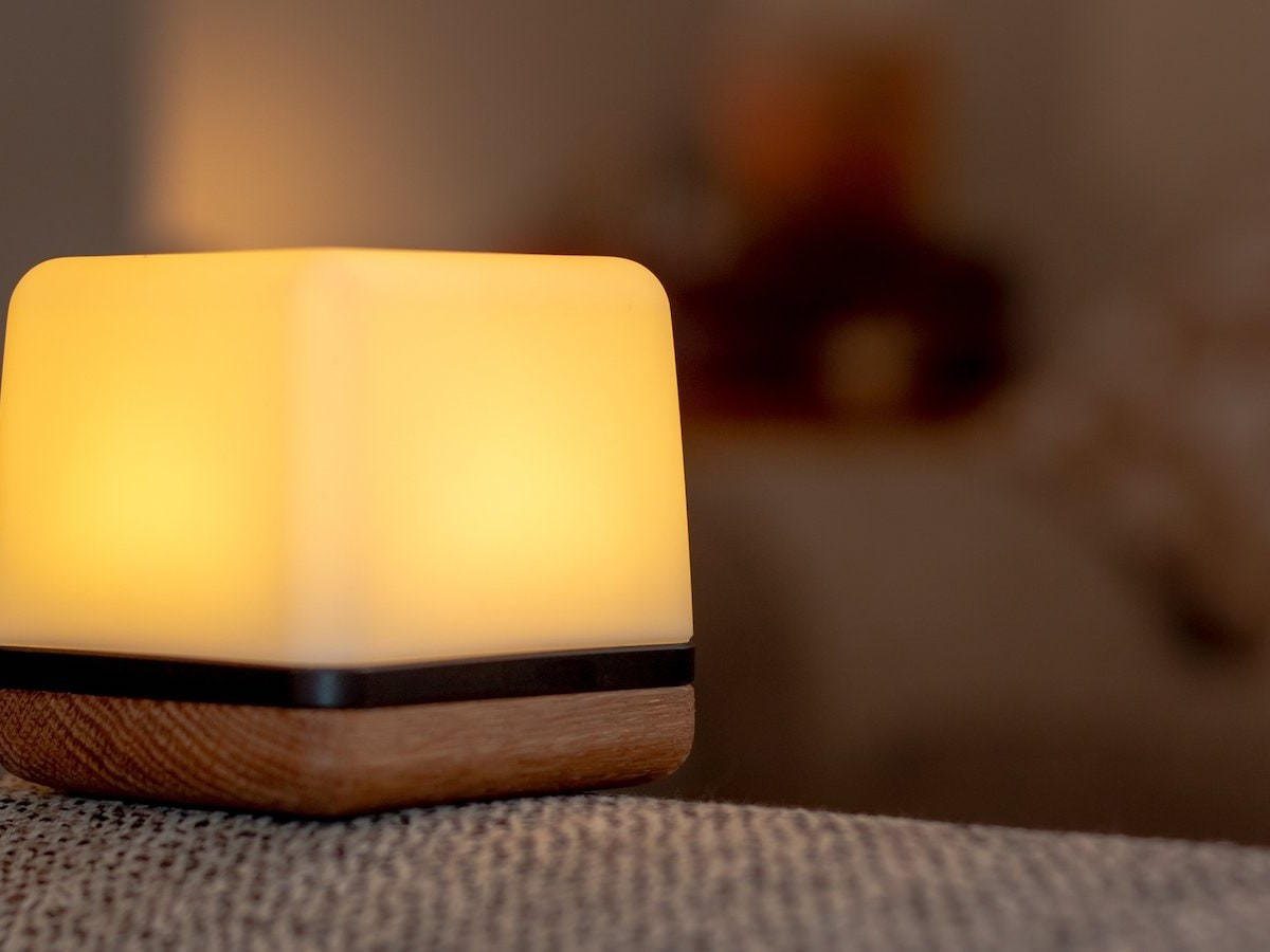 Luma³ relaxation cube reduces stress & boosts your well-being through breathing exercises