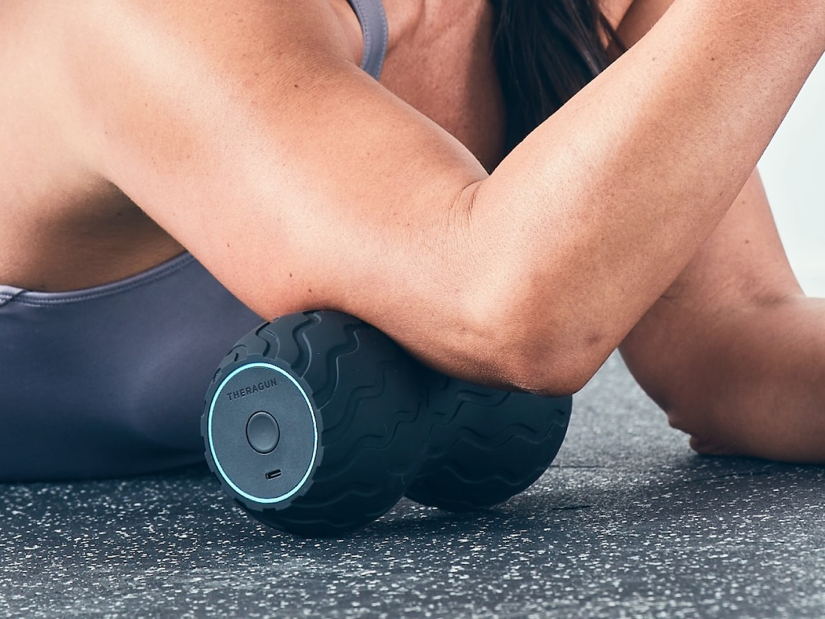Therabody Wave Duo smart roller curves around the back, spine, and neck for ideal pressure