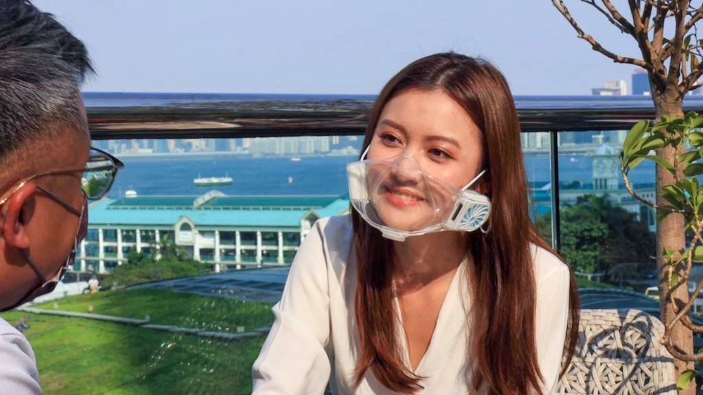 This transparent face mask makes breathing easier and lets you show off your pretty smile VISMA visible mask