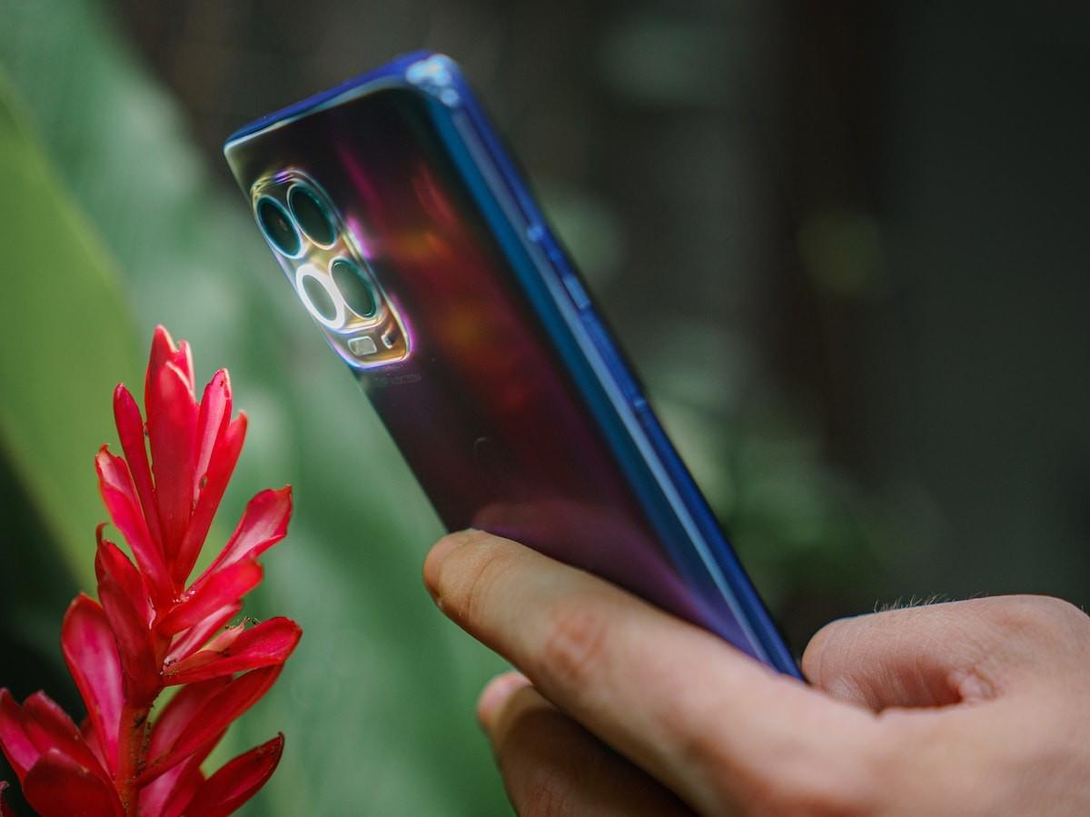motorola moto g100 Android smartphone uses the Qualcomm Snapdragon 870 5G Mobile Platform thumbnail