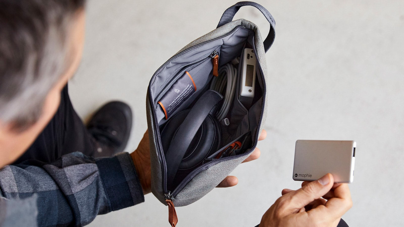Bellroy Desk Pouch functional bag has a splayed opening so you easily see its contents
