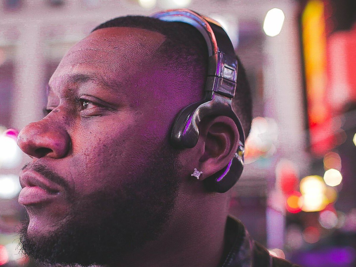 Dome Audio D4 Bluetooth Bone Conduction Headphones offer surround sound technology thumbnail