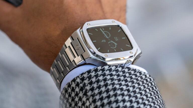 Golden Concept EV44 elegant Apple Watch case has a steel chain bracelet and color options
