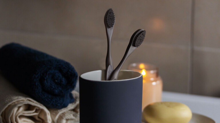 GullariBrush eco-friendly toothbrush has a high-quality design and replaceable heads