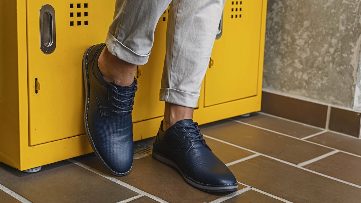 This versatile leather footwear is super comfortable and has top-quality craftsmanship