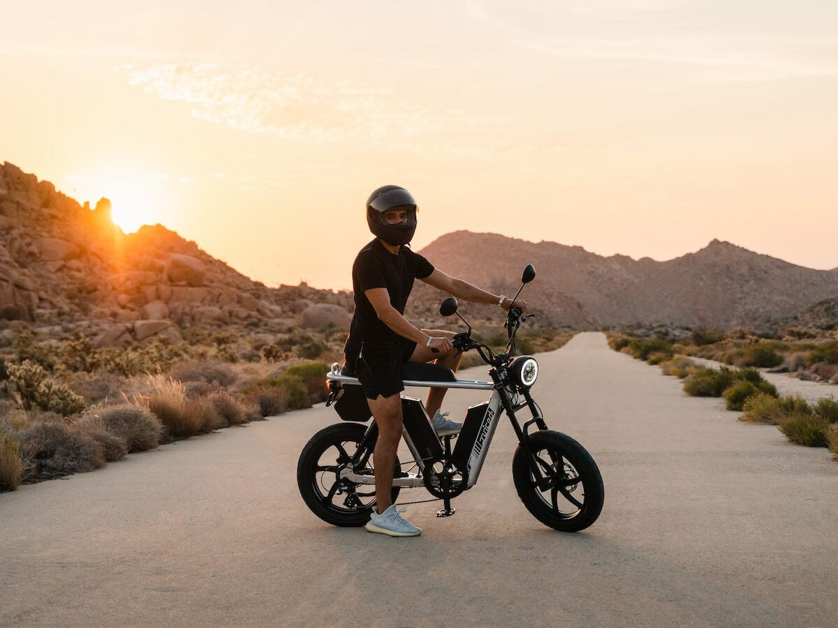 Juiced Bikes HyperScrambler 2 long-range eBike has a powerful dual battery capacity