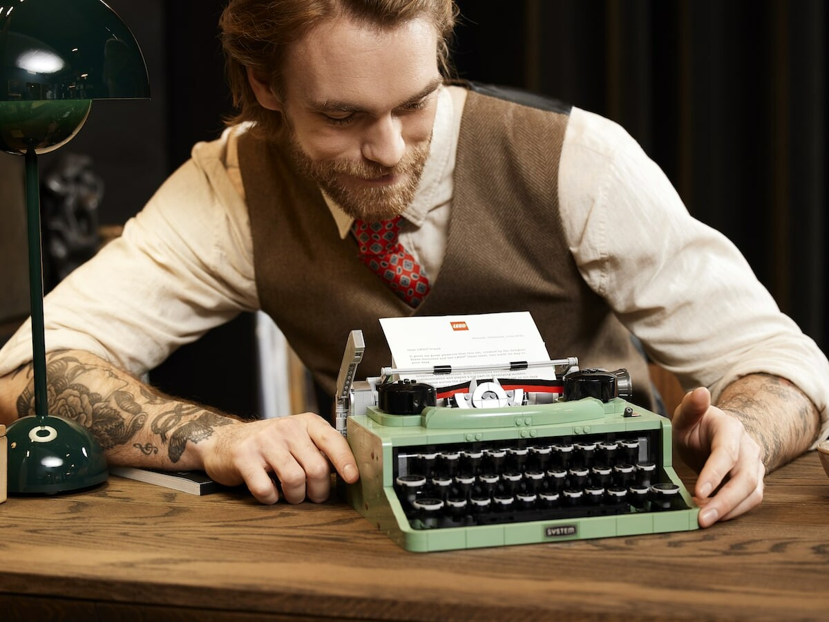 LEGO Typewriter nostalgic building set boasts a detailed design to decorate your home office