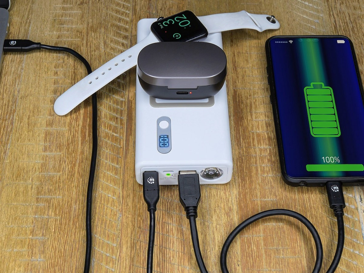 Manhattan Products Powerbank 20,000 mAh has USB power delivery and wireless charging pads