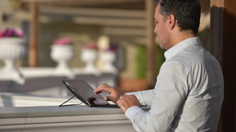 ODO BODI ergonomic iPad shell balances your tablet on any surface, no matter the angle
