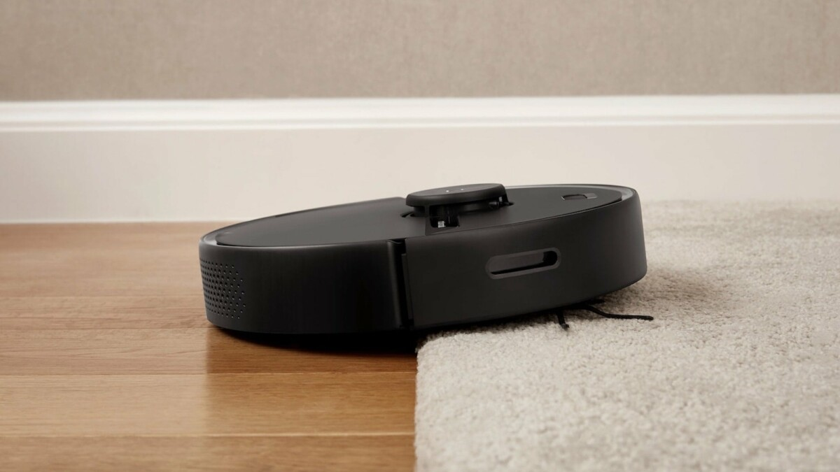 This smart robot vacuum mop maps out your home and keeps your floors squeaky clean