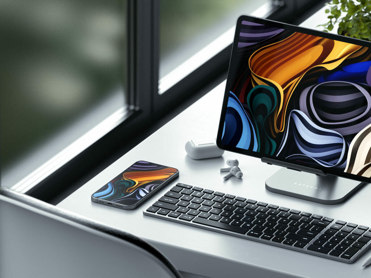 Satechi Slim X2 Bluetooth Backlit Keyboard is for Apple devices and has a QWERTY layout