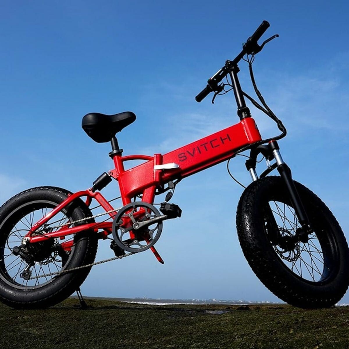 This foldable eBike takes you farther thanks to its swappable battery technology thumbnail