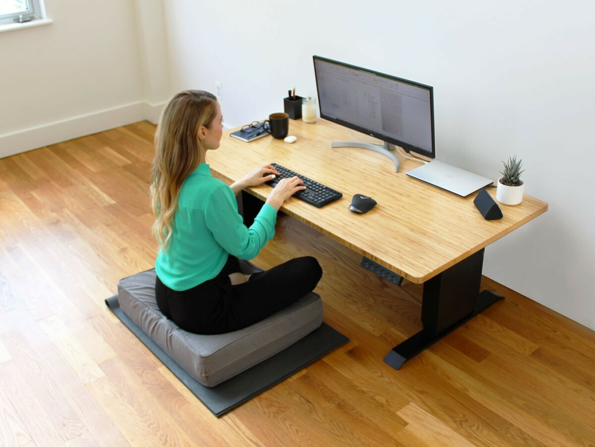 Uppeal Desk floor-to-standing desk adjusts super quickly from 15″ low to 47″ high