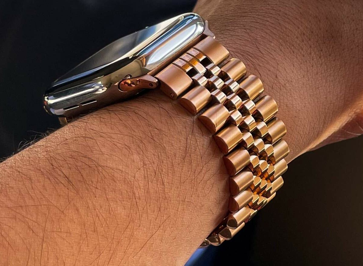 Watches of Cupertino Jubilee Style Bracelet for Apple Watch is made of stainless steel