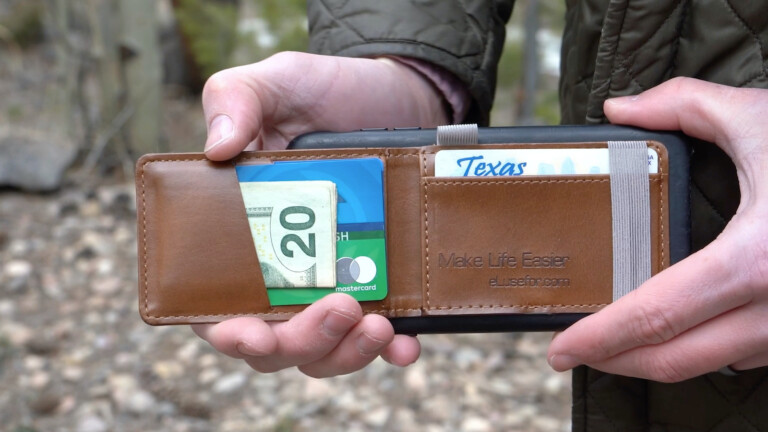 eLusefor Liam Wallet smartphone cardholder sticks to your phone and can act as a stand