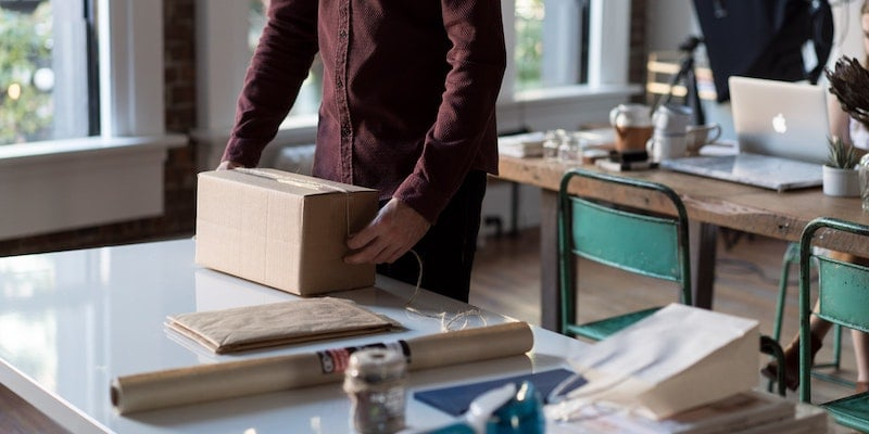 How to choose the right eCommerce business model to sell products online successfully