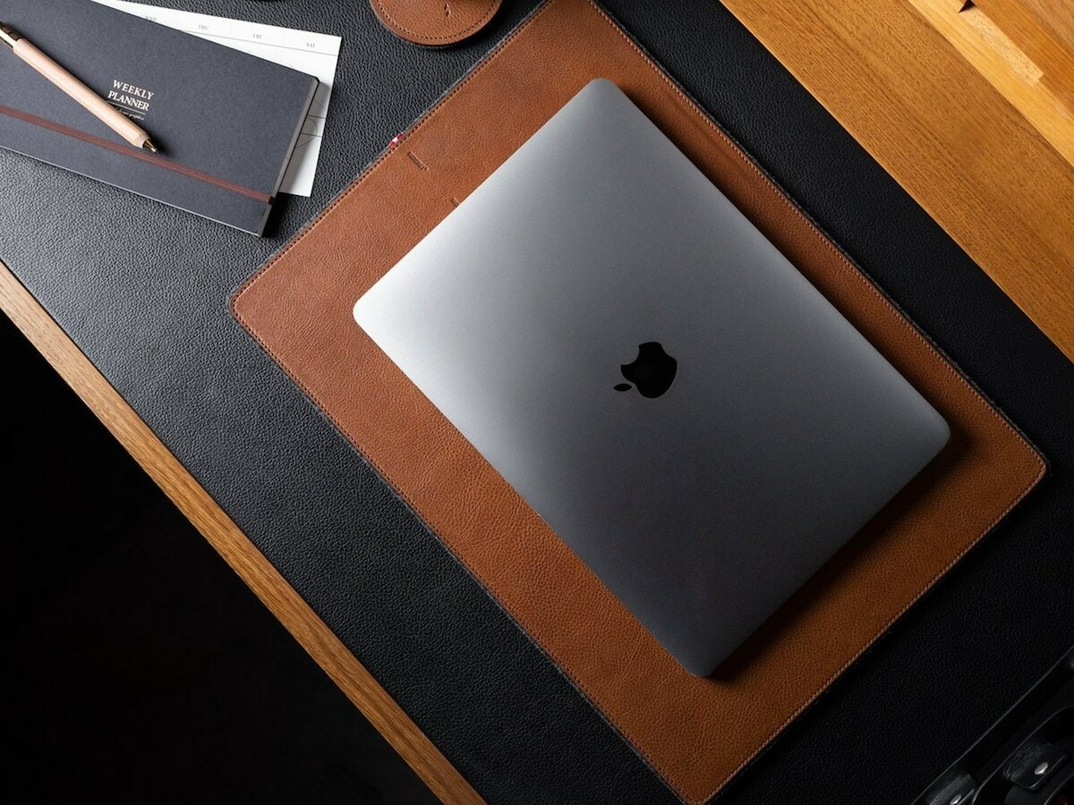 hardgraft Rest Station Large desk mat uses felted wool and rich leather for a classic look thumbnail