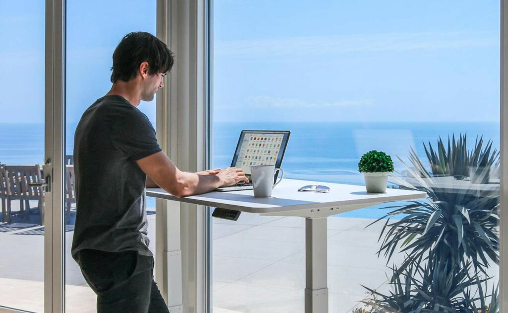 Must-have smart desk gadgets and office accessories