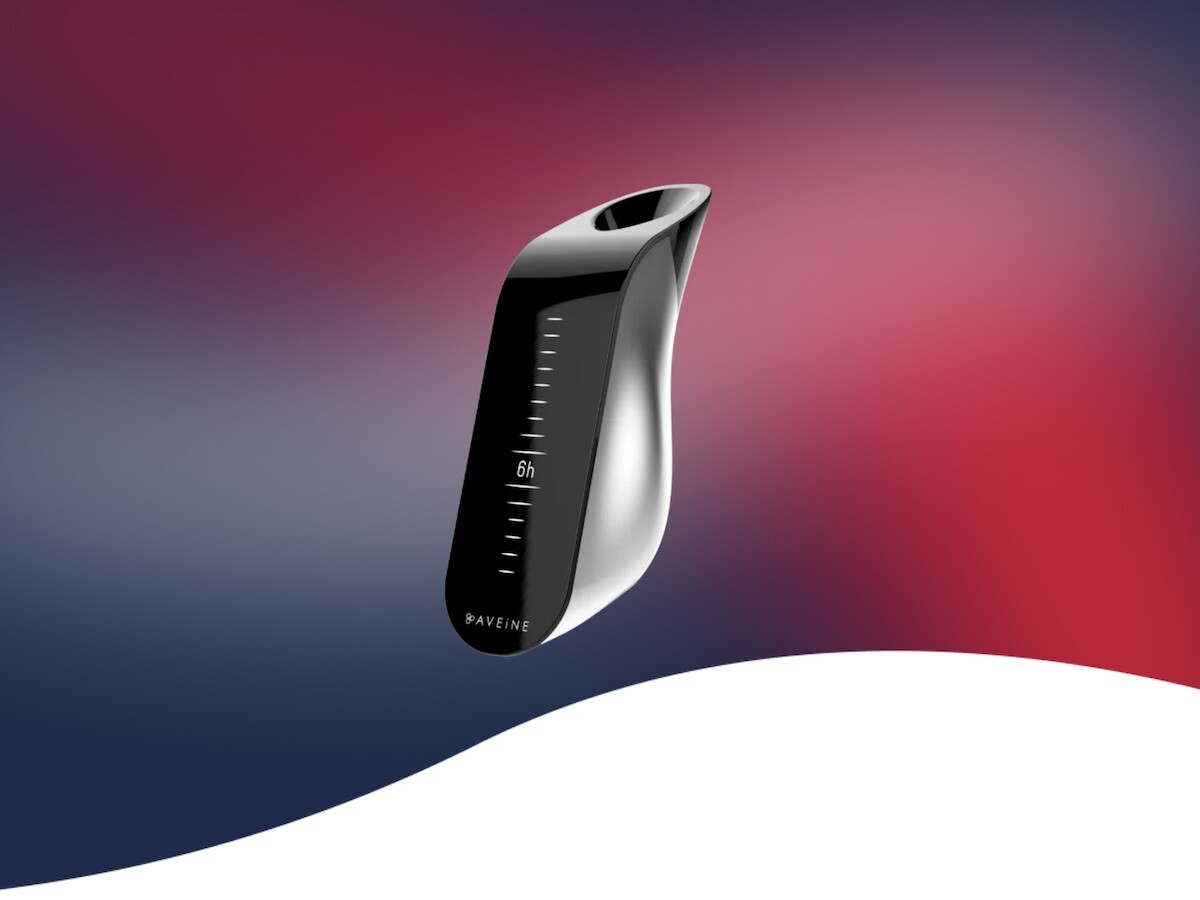 Aveine Smart Wine Aerator adds ambient air to your wine and connects to your smartphone