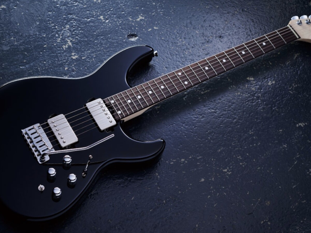 BOSS EURUS GS-1 electric guitar switches seamlessly between synthesizer and guitar sounds