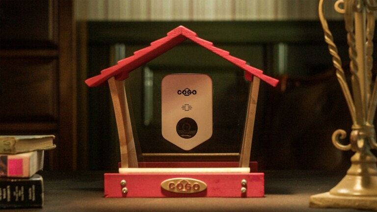 COGO Smart Bird House attracts bird visitors and records videos of your feathered friends