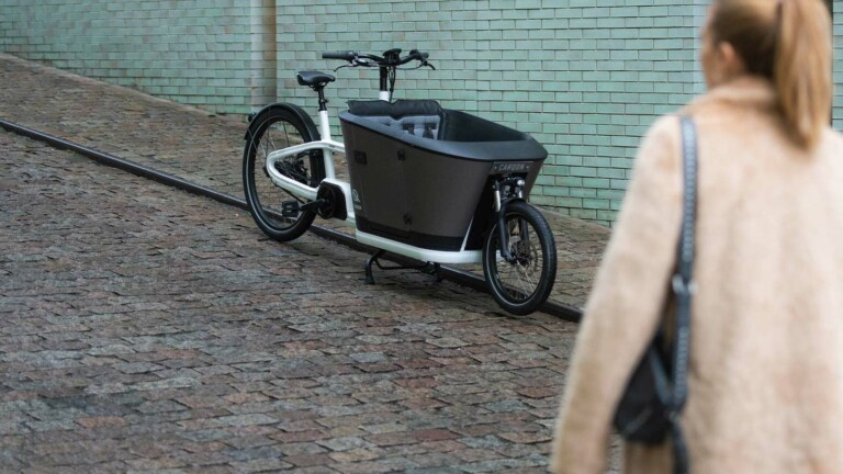 Carqon Classic electric family cargo bike has a range of 120 km and a child's door