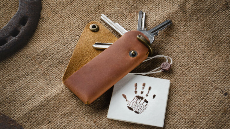 Crazy Horse Craft Minimalist Key Holder features a one-piece premium vegetable-tanned leather design
