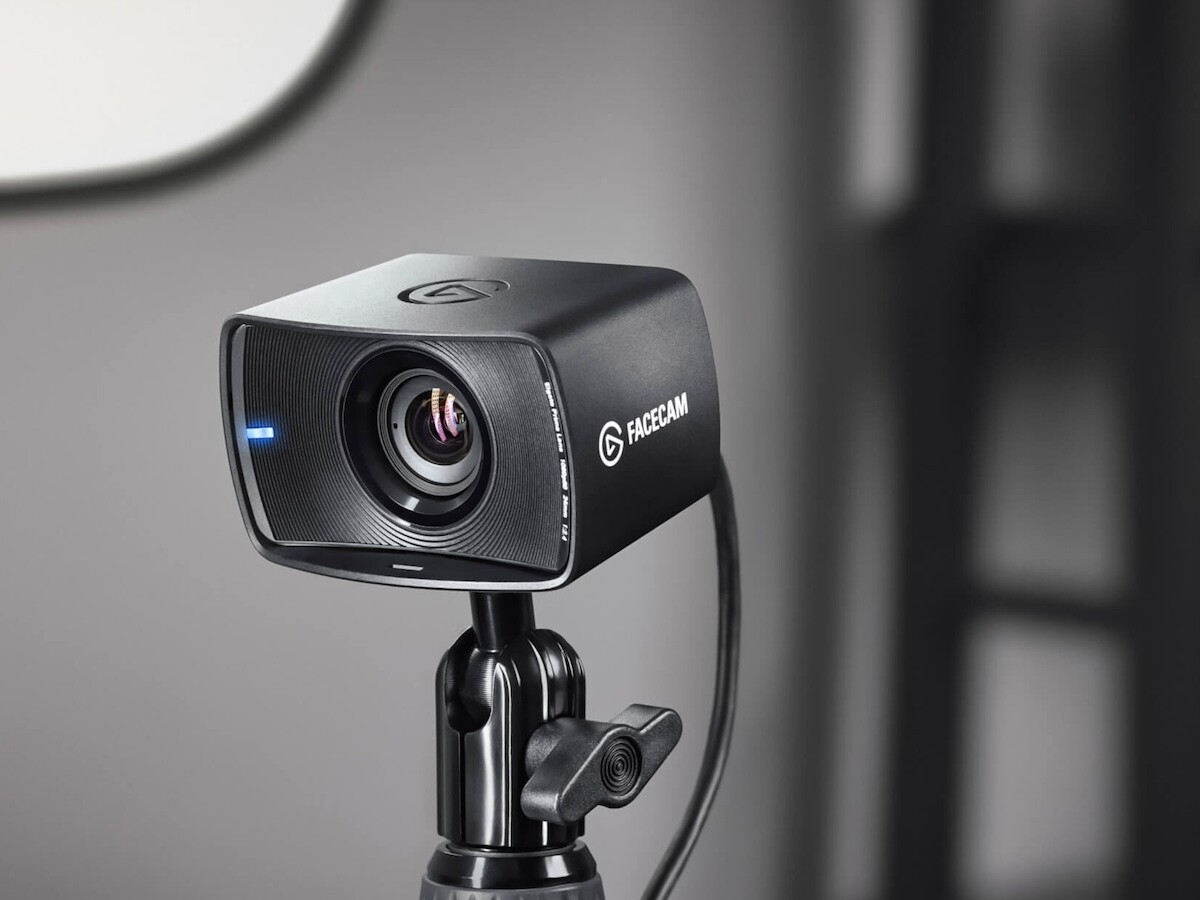 Elgato Facecam uses a pro-grade lens with a cutting-edge image sensor for stunning videos thumbnail