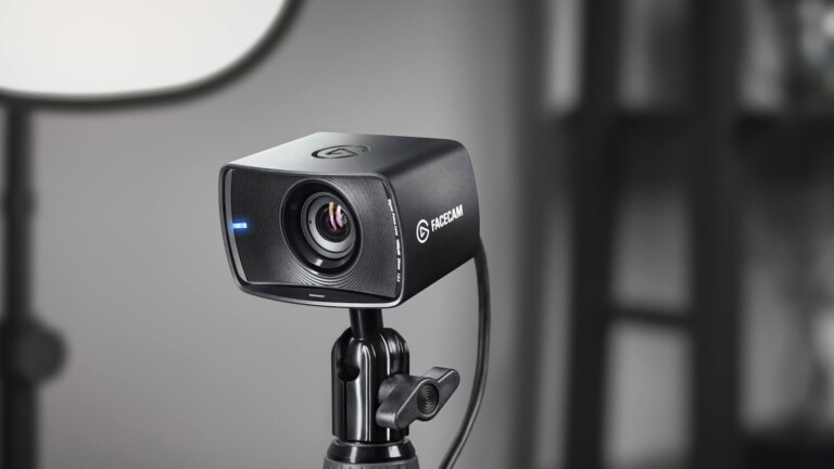 Elgato Facecam uses a pro-grade lens with a cutting-edge image sensor for stunning videos