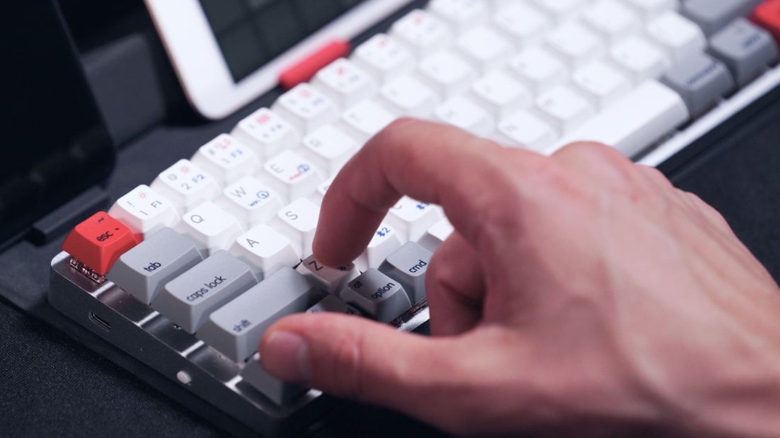 Epomaker NT68 portable wireless 65% mechanical keyboard has an invisible foldaway stand