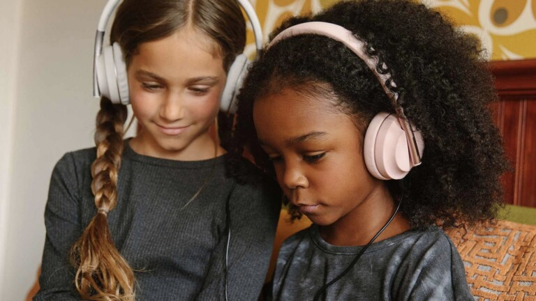 Happy Plugs Play youth headphones have quality, safe sound designed for ages 4–5