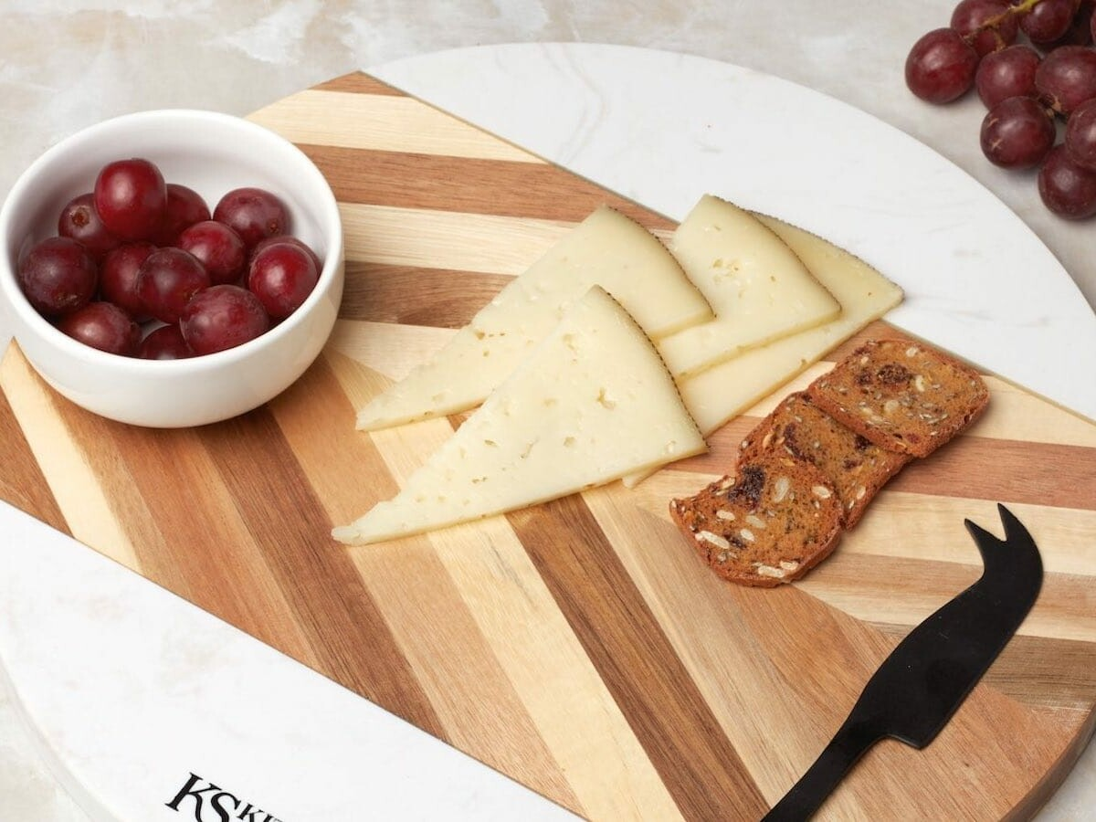 Kitchen Strong food serving boards are chic by design and made from premium wood
