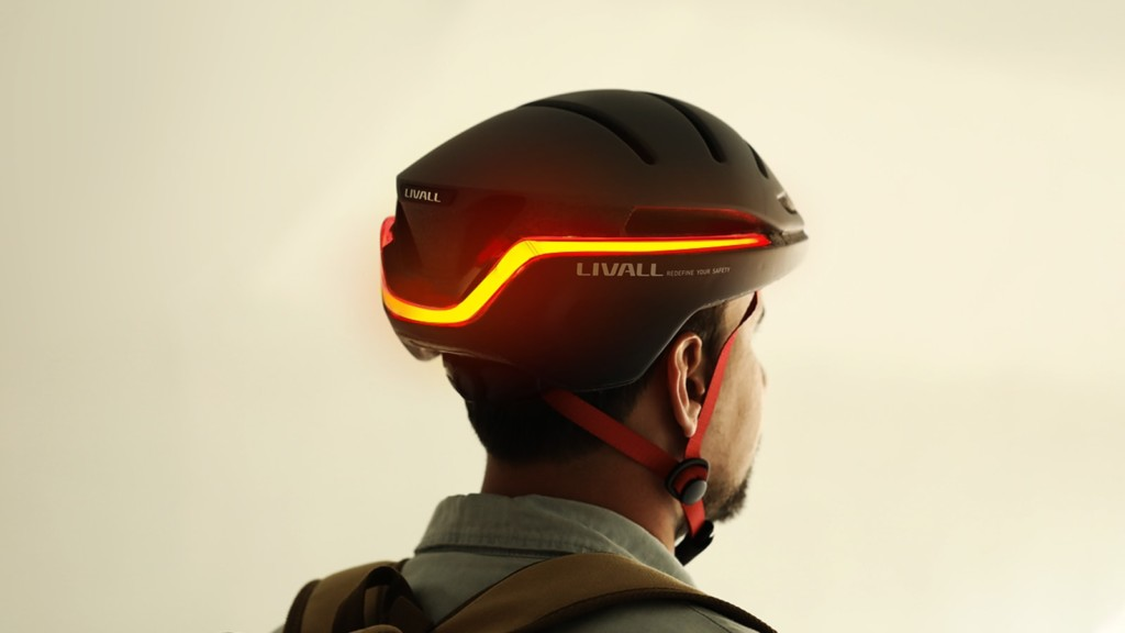 LIVALL EVO21 Smart Helmet heeft LED-richtingaanwijzers met SOS-waarschuwing