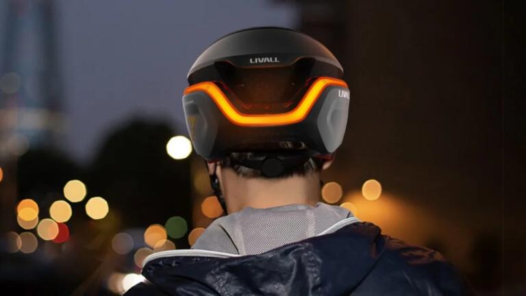 LIVALL EVO21 Smart Helmet has LED turn signaling with SOS alert